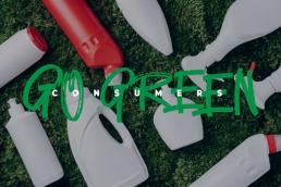 Imagem de embalagens de plástico no chão. Consumers Go Green.