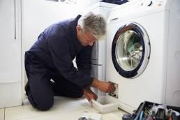 Canalizador concerta Máquina de lavar roupa doméstica. Aumento da Garantia dos bens.
