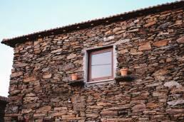 Casa de Xisto. Pedra Natural. Habitação. Autárquicas 2021. Balcões Municipais de Habitação.